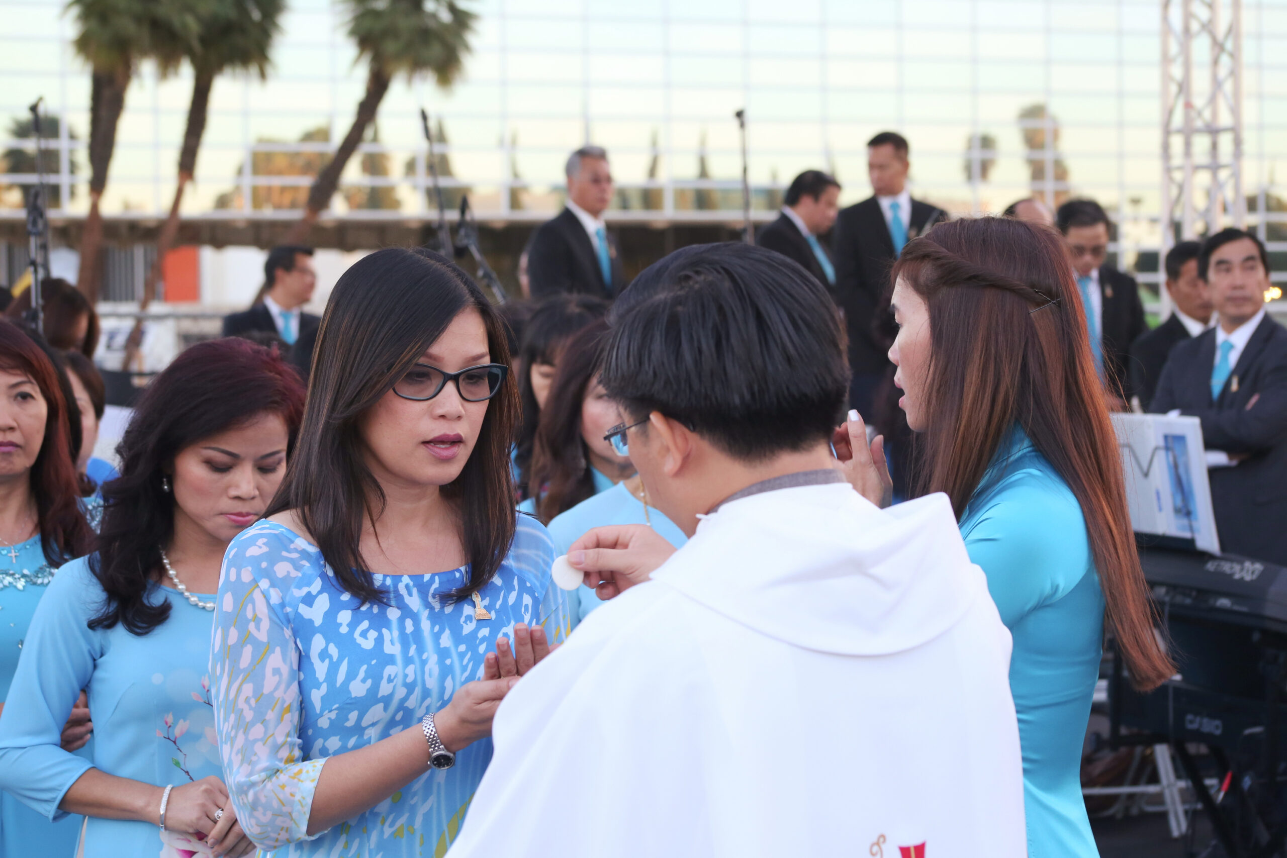 The outdoor Mass on Saturday, Oct. 21, 2017 was attended by many Vietnamese Catholics who were looking forward to the construction of the shrine that honors the Blessed Mother. Photo courtesy Diocese of Orange.